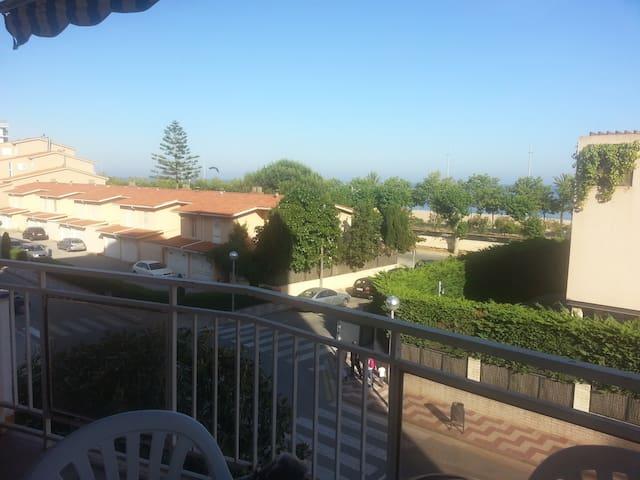 Apto en Calella, 50 metros playa,piscina y jardin - Calella - Wohnung