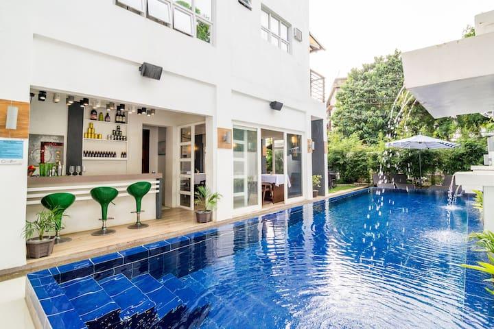 3-Bedroom Boracay home with  Pool ★★★★★
