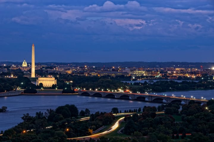 Spectacular Monument, River & Memorials Views!!!