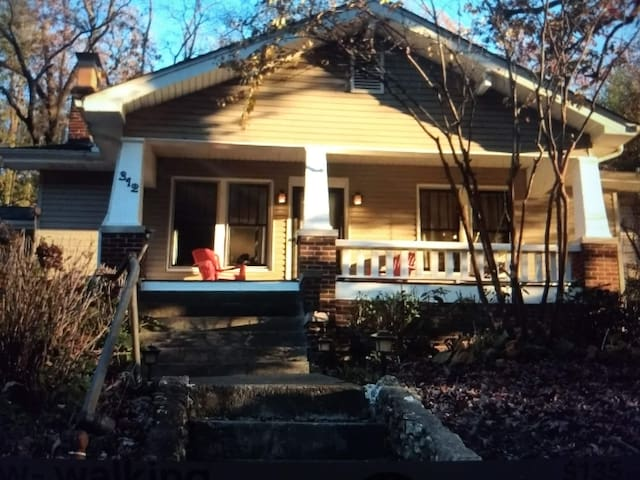 Tremont Bungalow-walking distance to all
