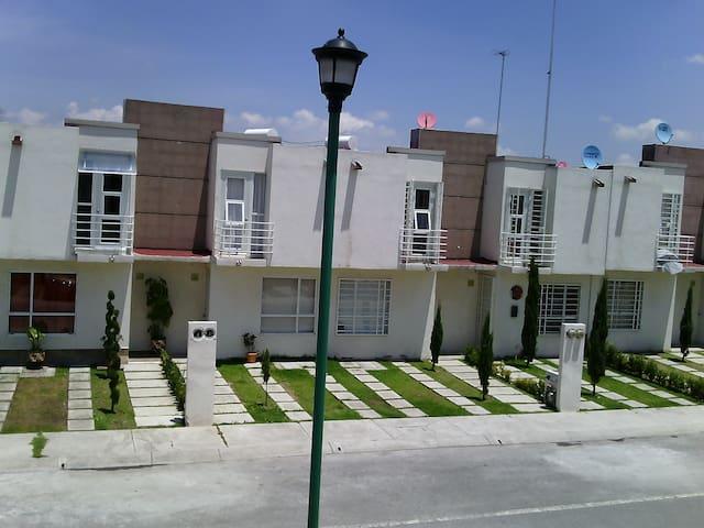 Renta de Excelente Habitación - Paseos del Bosque  - 一軒家