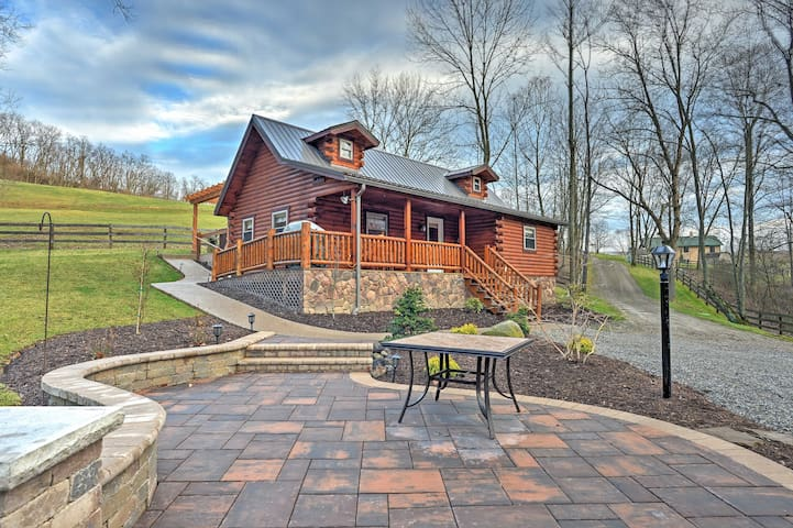 NEW! 1BR Dundee Cabin w/Private Hot Tub!