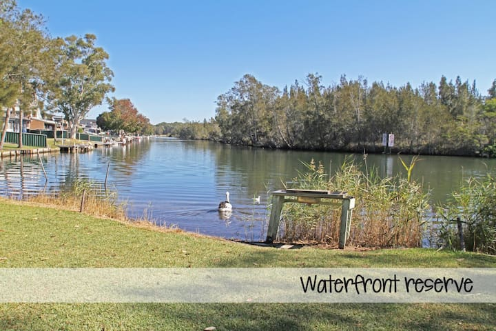 Lansend - Waterfront Reserve