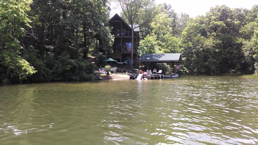 Cabin on private lake in Mountain Rest SC
