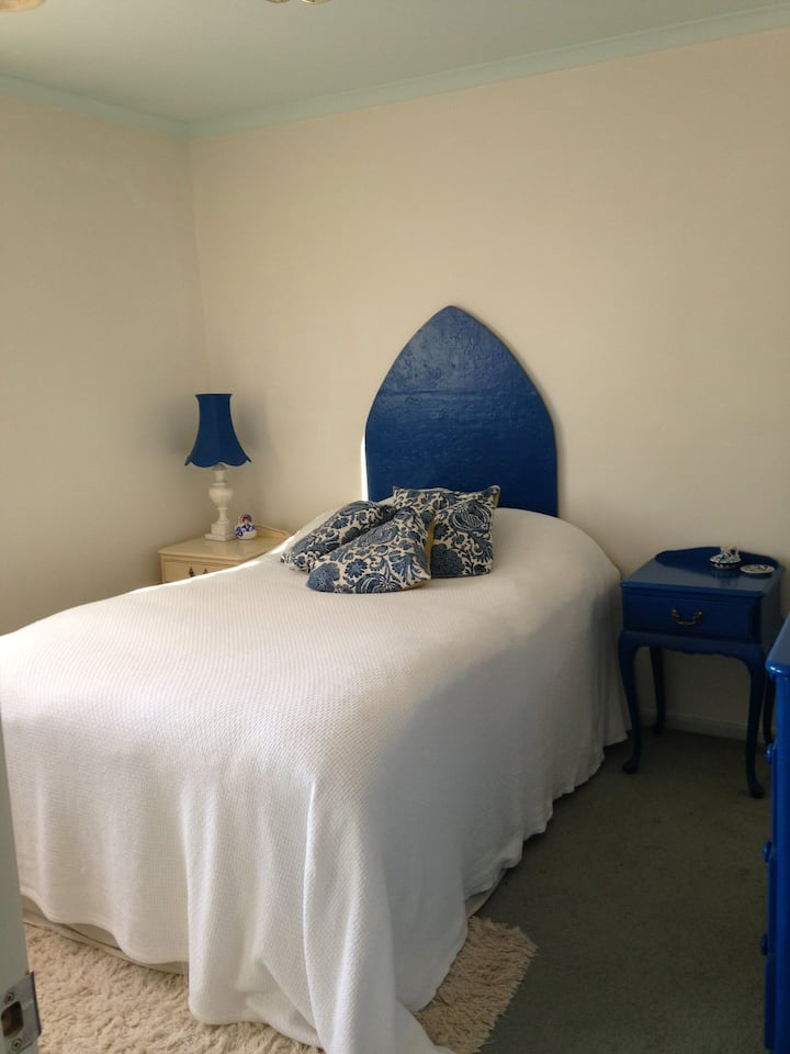 Double room in spacious Townhouse