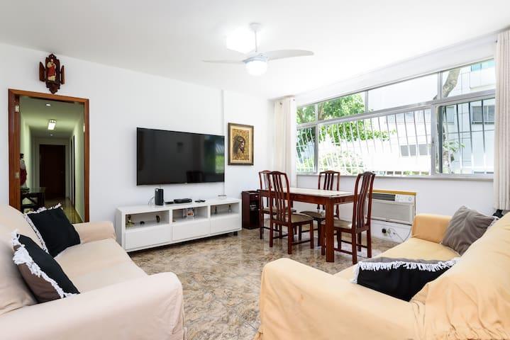3 Quartos arejado e confortável no Leblon - Santos