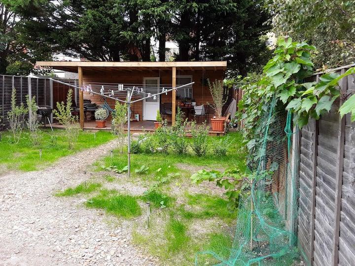 Privet Annexe /studio/ garden room with decking