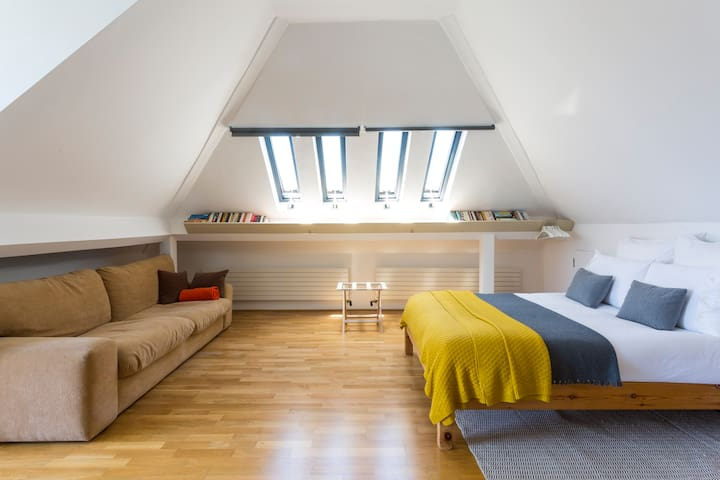 The large loft room.
