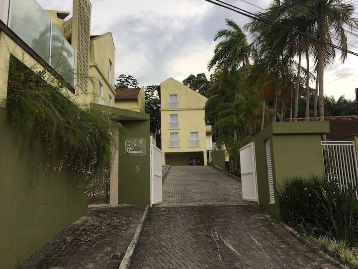 Casa-05-condomínio fechado-piscina-Joinville-SC