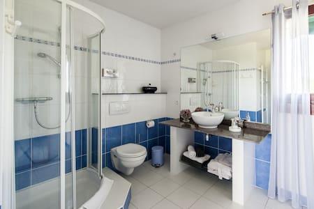 Chambre d'Hôtes  Loubressac de 2 à 5 personnes - Apartment