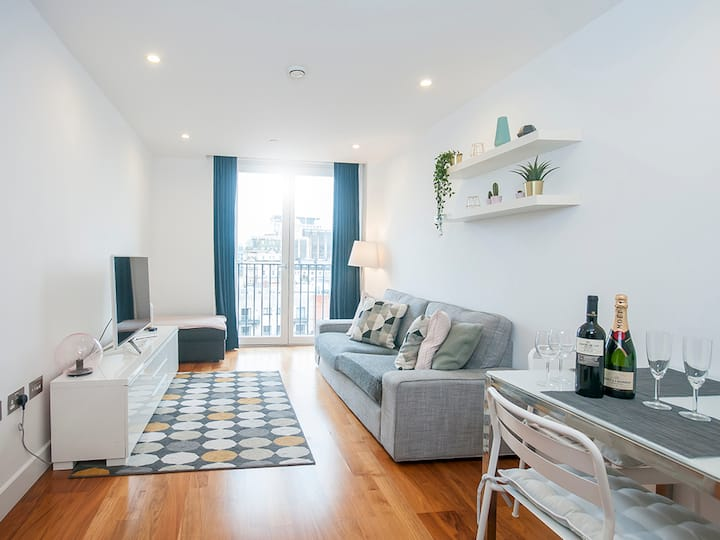 The Most Central & Stylish Apartment in Cardiff!