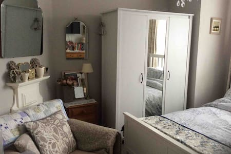 Comfy double room close to all Banbury amenities