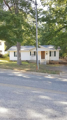Cozy 3Br home with with deck - Spartanburg - Ev
