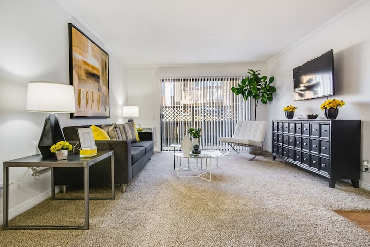 2BR/2BA w/ private patio, pool and more in Irvine
