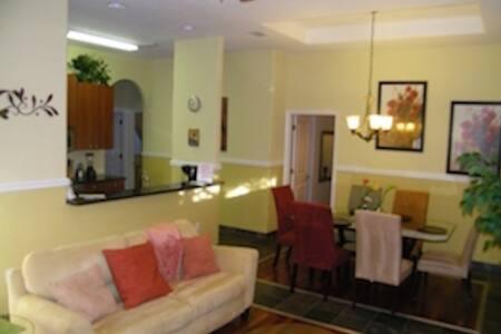 Sarasota , Mid Town Villas ...Home away from home! - Sarasota