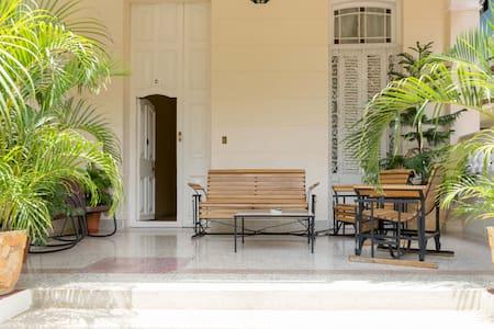 Nieves House in Havana. Vedado - La Habana - Hus