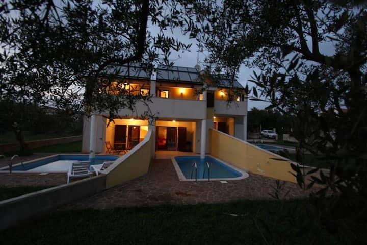 Lujosa Casa de Vacaciones en Novigrad con Piscina Privada
