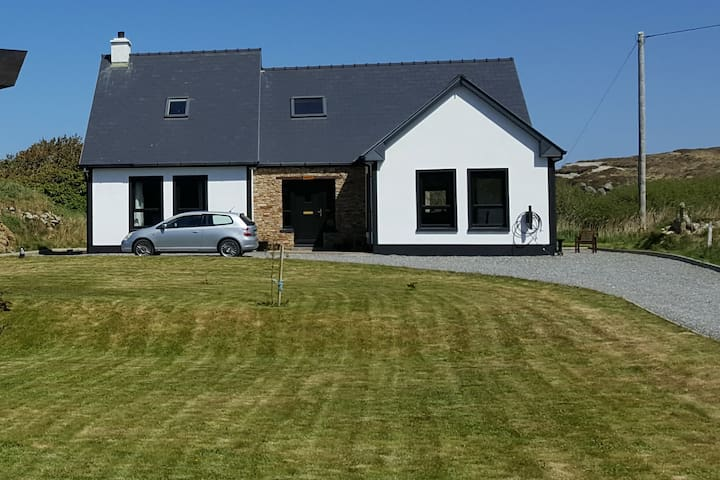 Lag Dubh holiday home on Cruit Island