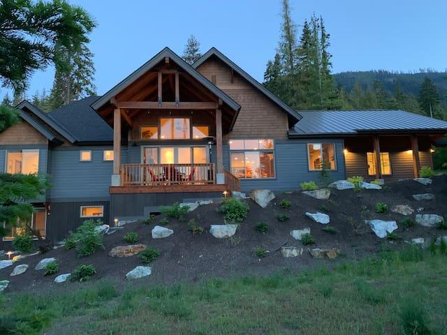 Trailside Mountain Retreat