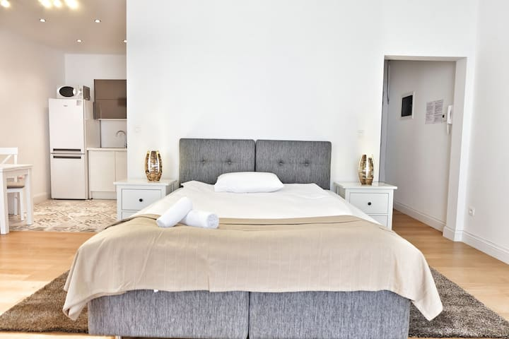 Top Spot Studio, 43 sqm., Blvd. Anspach !