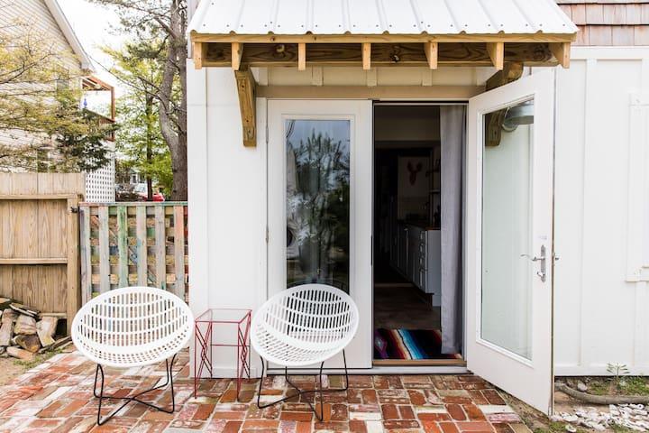 pet friendly, amazing apartment,steps to soundside