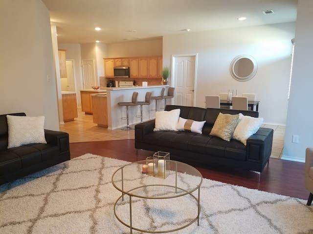Comfy home near AT&T Stadium, UTA & Six Flags