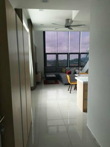 Homey and unique duplex (2-storeys) condo, 4Rs