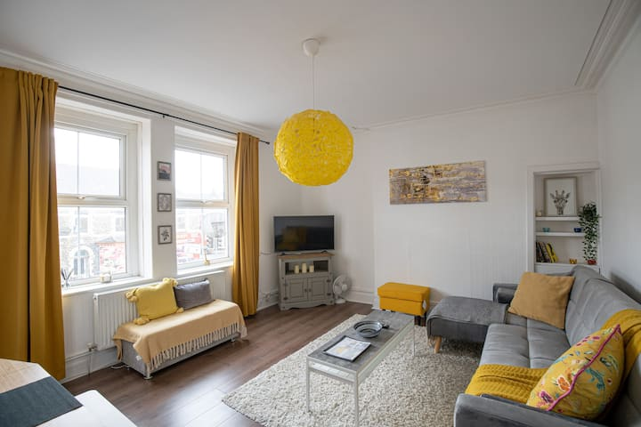Phénix Central - Huge 3 Bed, Super Equipped Apt.