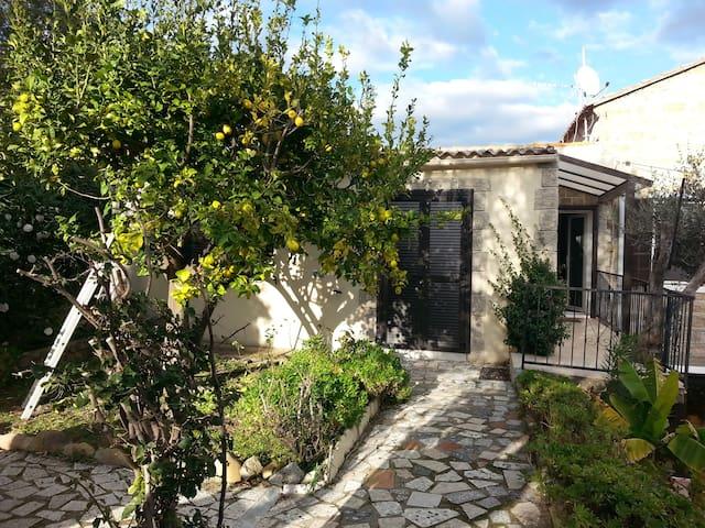 Appartement à Porto Pollo dans maison avec jardin - Serra-di-Ferro - Apartament