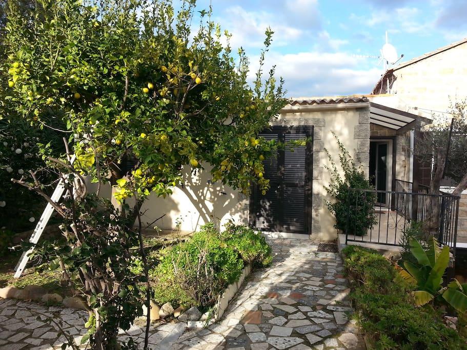 Appartement porto pollo dans maison avec jardin for Location appartement maison avec jardin