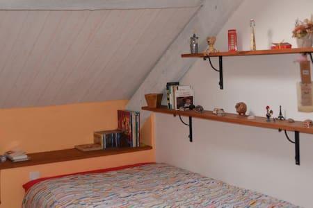 Chambre au calme de la campagne proche de la ville - Saint-Étienne-de-Montluc