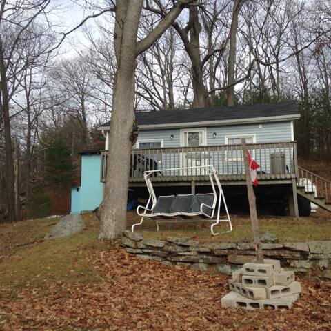 Cozy Waterfront Cabin Rideau Lakes