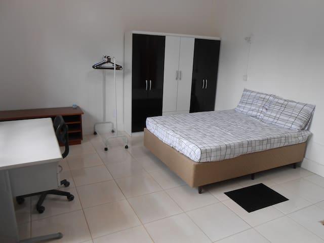 Ampla Suíte com Vista para Área Verde - São Leopoldo - Bed & Breakfast