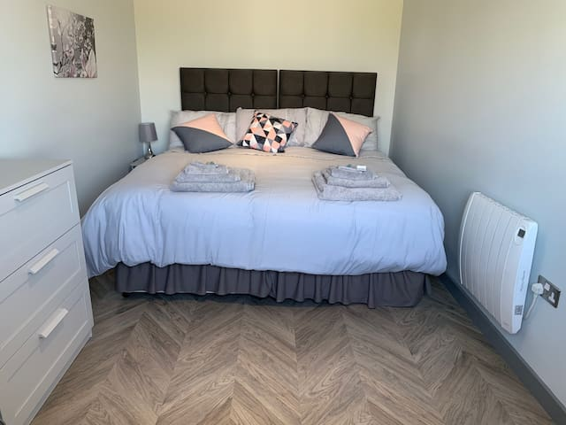 Bedroom in king size bed configuration