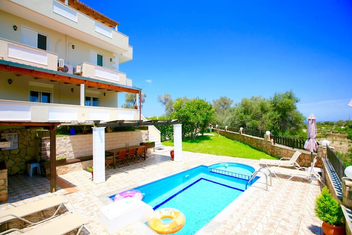 Villa Kirianna with private swimming pool