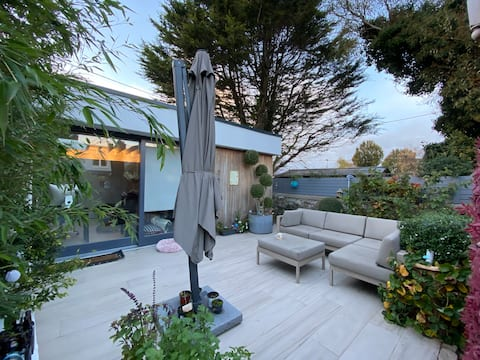 Superb Garden Room in the heart of Dalkey