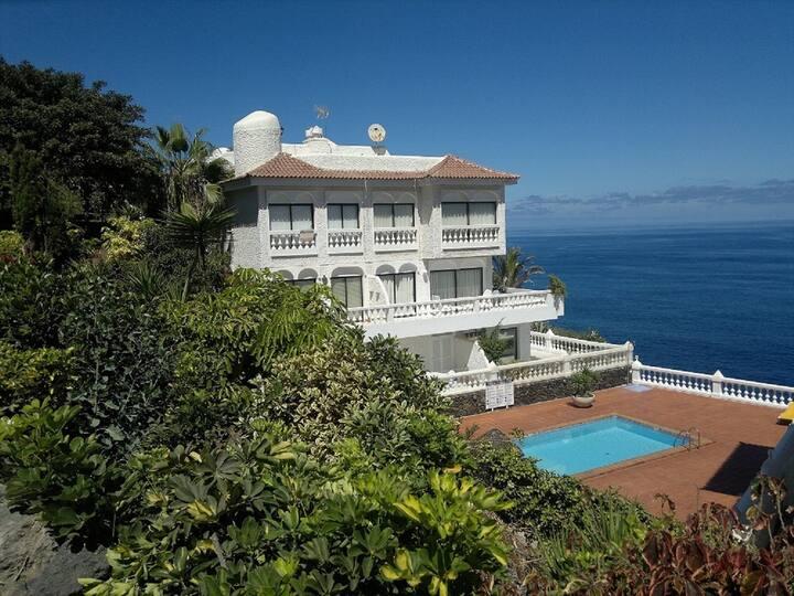 Appartement avec vue spectaculaire sur l'océan.