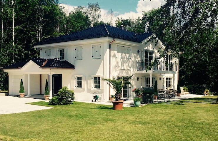 Großzügige Villa in Bestlage - Gauting - Villa
