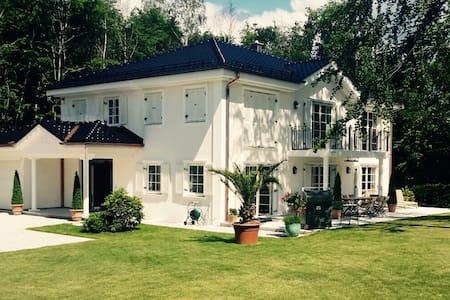 Großzügige Villa in Bestlage - Gauting