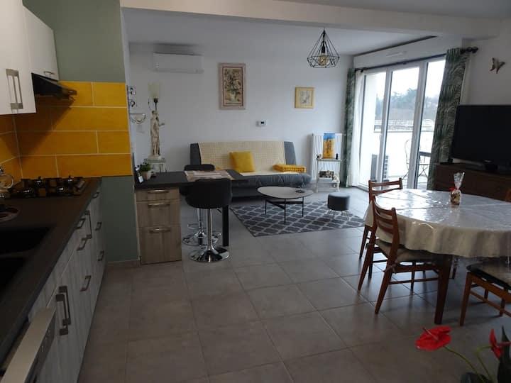 Appartement neuf tout équipé. 55m2  balcon, garage