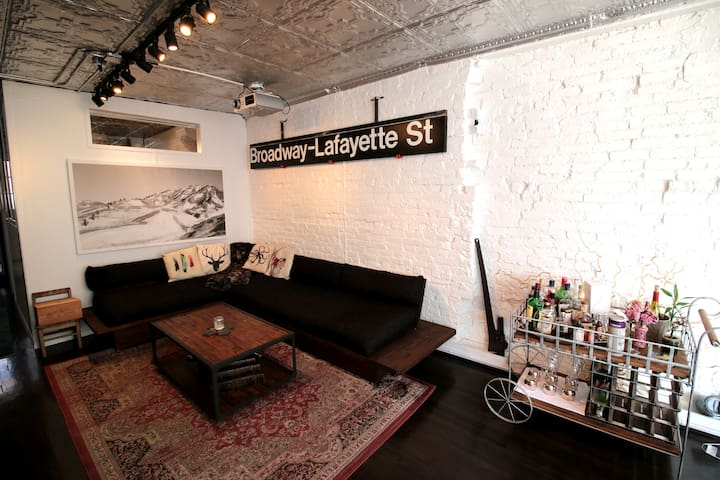 Designer Loft w/ Private Roof Patio - New York - Flat