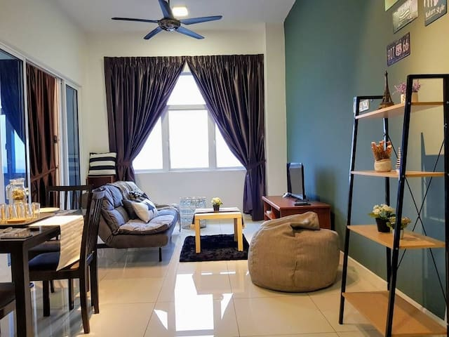 Puchong 1-5pax IOI Mall LRT Cozy Apartment Sky.pod