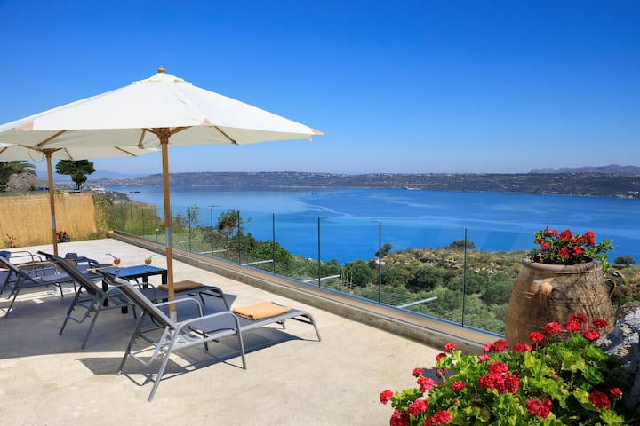Villa Kelaidis with Private Pool and Amazing Views