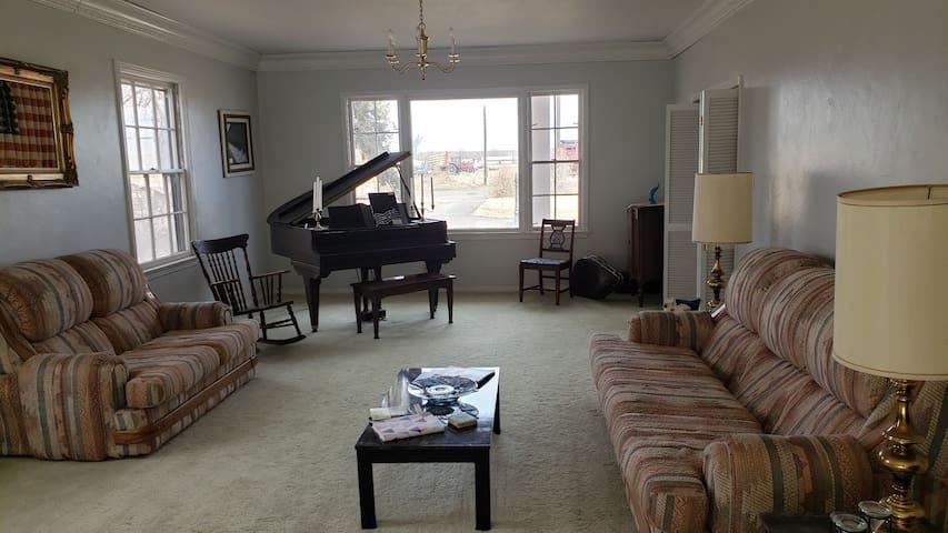 Economy Overnight - Air mattress | Thaxton Manor