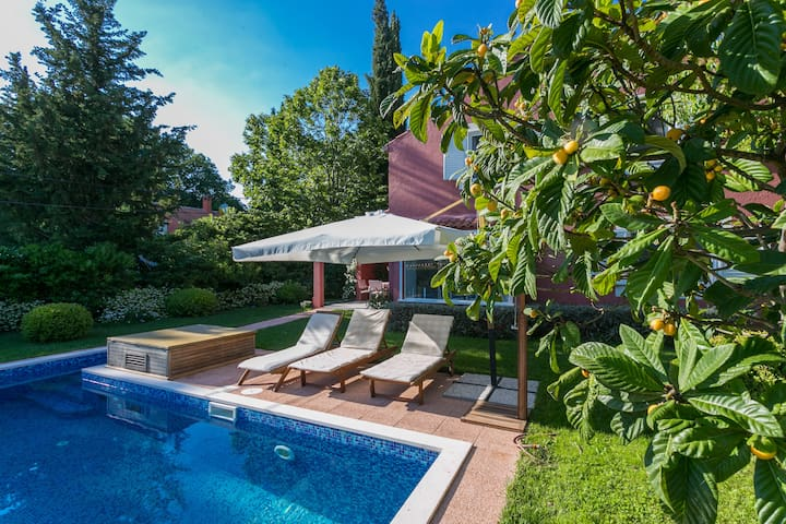 ❤ RED COTTAGE WITH PRIVATE POOL & FREE Ⓟ