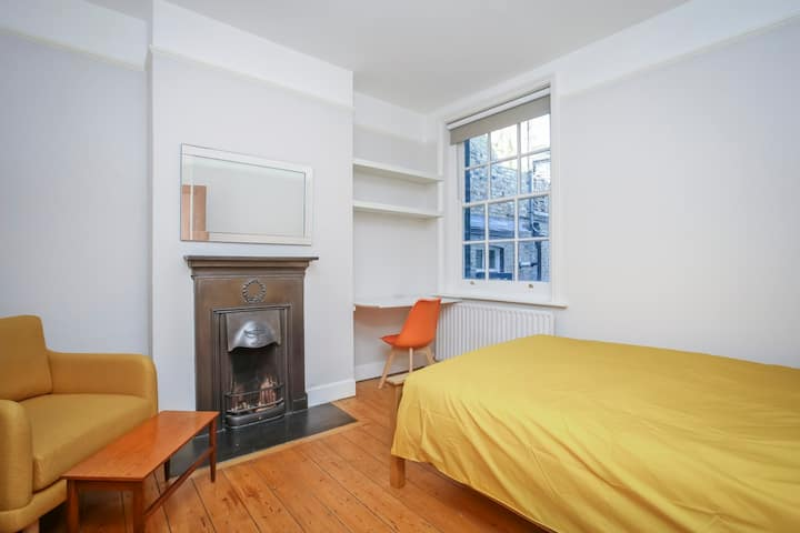 Large room in period build apartment in Old Street