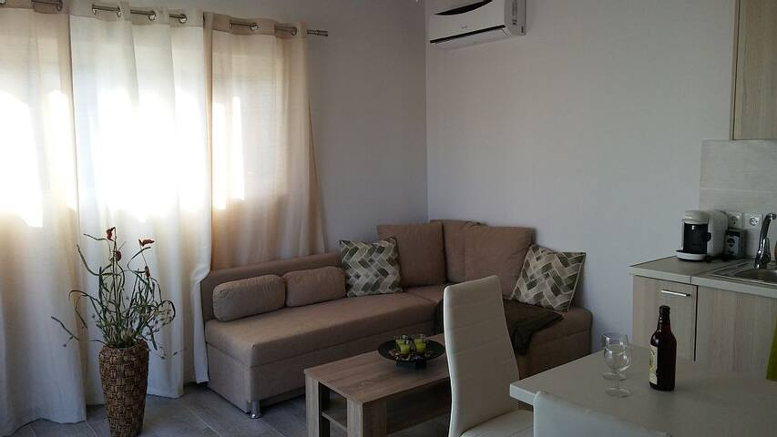 Nianthy Apartment 1st Floor 1 (1 Bedroom)