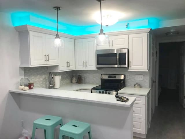 Totally Renovated Beach Block Condo!