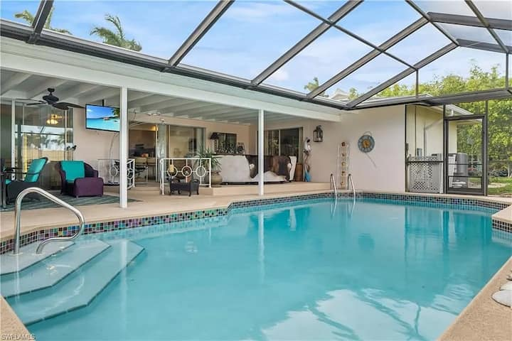 Paradise City - Beautiful Canalfront Pool Home