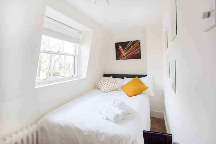 Beautiful Double Bedroom Minutes from Camden